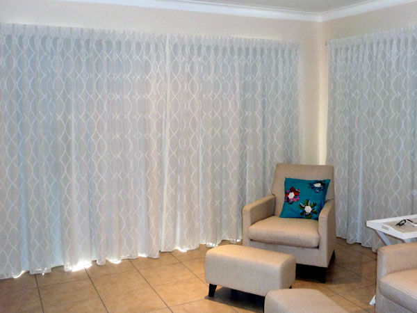 Sheer curtain with lining