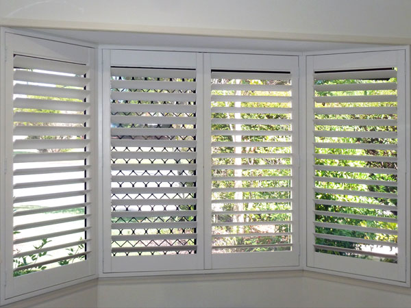 Polyresin shutter in bay window